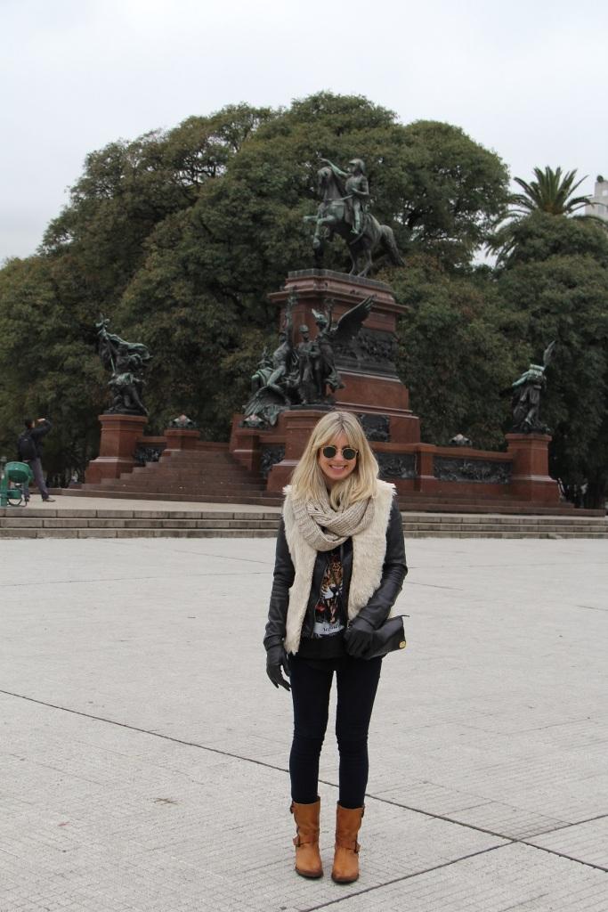 Mirella Buenos Aires colete pelo 1
