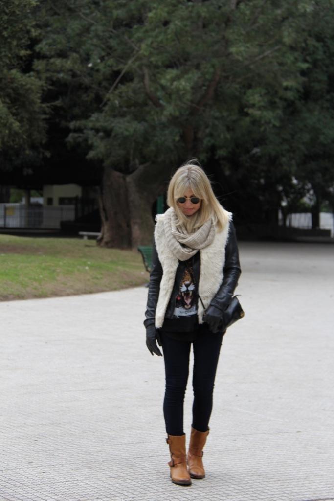 Mirella Buenos Aires colete pelo 16