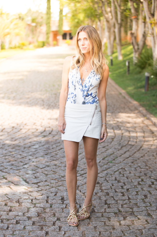 glam4you-nativozza-blog-fashion-moda-look-verao-summer-saia-branca-look-com-body-flats-3