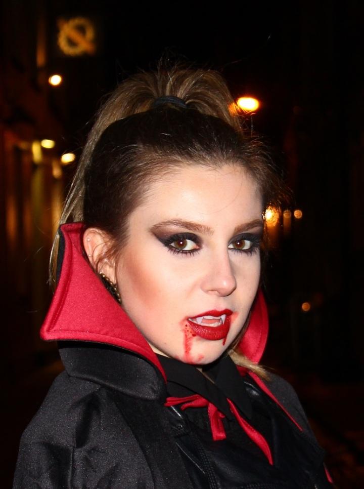 Mirella Halloween 7